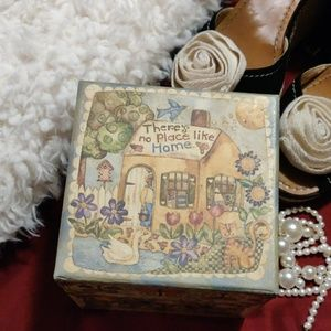 Other - No place like home gift box
